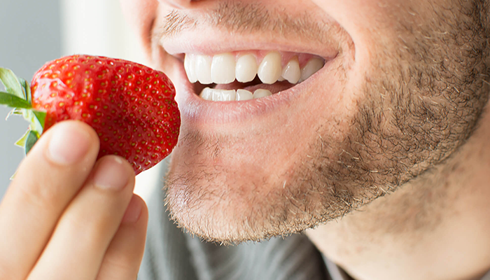 5 Foods That Whiten Your Teeth Naturally